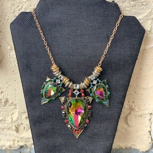 Jewelry - Gold chain costume pendant necklace